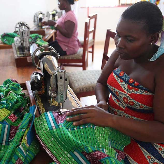 Artisans working in the Kiki Clothing workshop in Accra © ITC Ethical Fashion Initiative