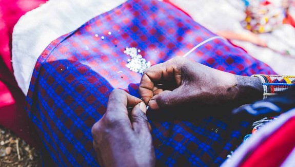 Hand-beading in Kenya for Mimco (c) Louis Nderi & ITC Ethical Fashion Initiative