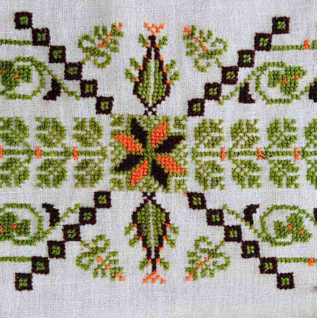 Example of cross-stitch embroidery made by Palestinian artisans © Chloe Mukai