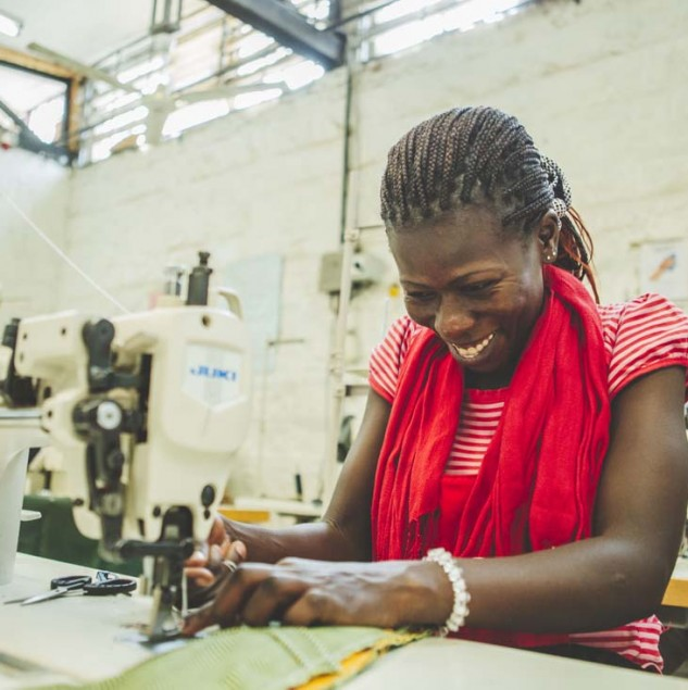 Carmina Campus was one of the first partners of the Ethical Fashion Initiative. Here, an artisan stitches a bag from their Spring/Summer 2015 collection. © ITC Ethical Fashion Initiative