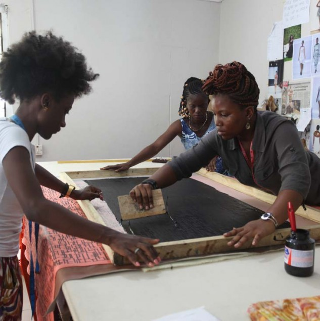 Netty Anang and Klekleli Dzidzienyo screen-printing a print design for their Spring/Summer 2015 collection © ITC Ethical Fashion Initiative