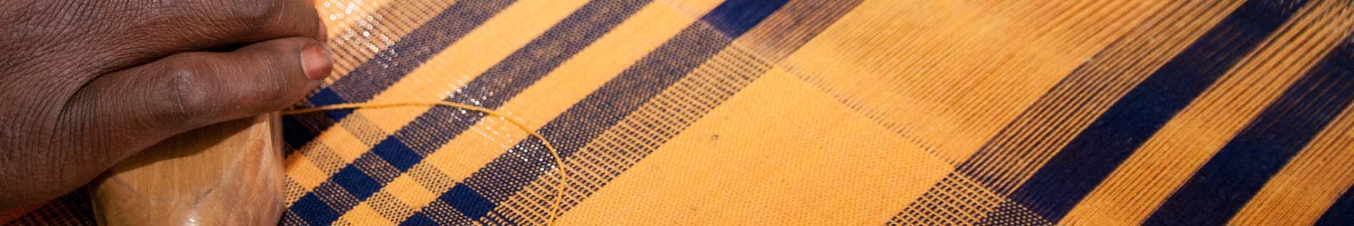 Hand-weaving tartan fabric in Burkina Faso © Anne Mimault & ITC Ethical Fashion Initiative