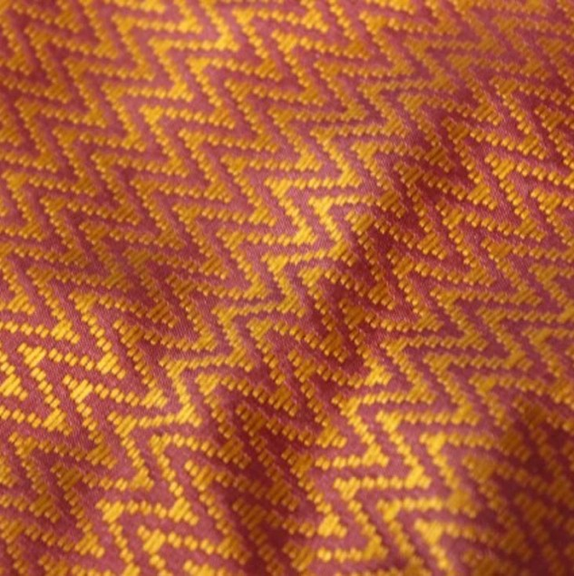 Silk fabric hand-woven by artisans in Cambodia © Silvie Betemps