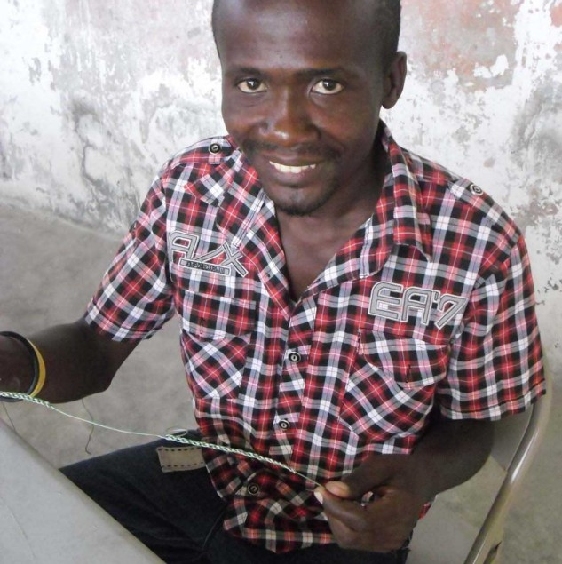 Haitian artisan working on the Osklen x Insituto-E E-ayiti order © ITC Ethical Fashion Initiative