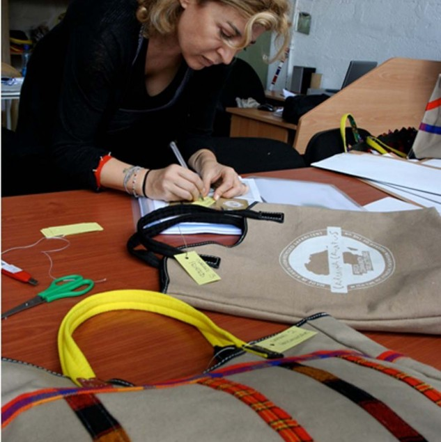 Ilaria Venturini Fendi of Carmina Campus working on the design of a Made in Africa Carmina Campus bag. © ITC Ethical Fashion Initiative