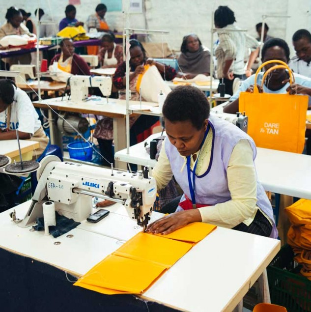 Lancaster Beach Bag production at the Ethical Fashion Initiative Nairobi Hub. © Tahir Carl Karmali