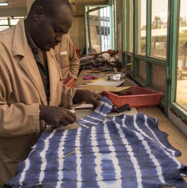 Artisan working with blue tie-dye leather in Ethiopia © Israel Seoane González