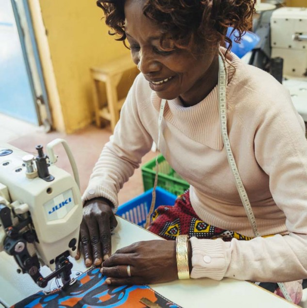 Manor Production at Ethical Fashion Initiative's sub-Hub in Korogocho, Nairobi, that brings skills and management training to the women involved. © Tahir Carl Karmali