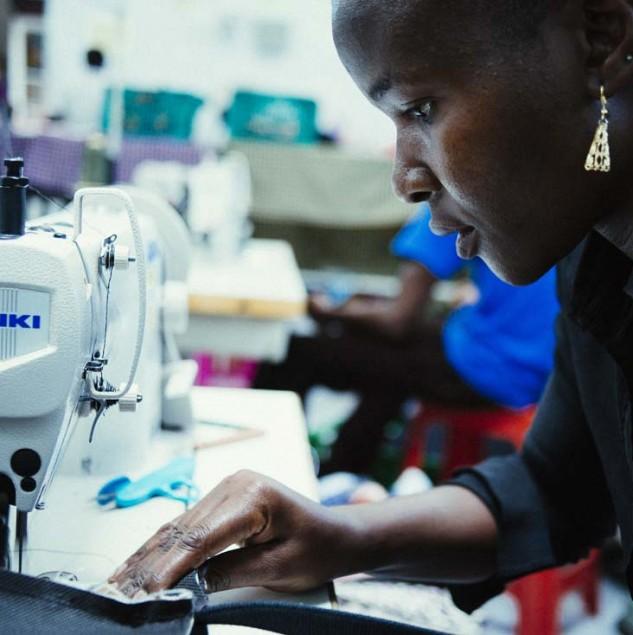 Artisan stitching a Marni x Isetan bag in Kenya. © Tahir Carl Karmali