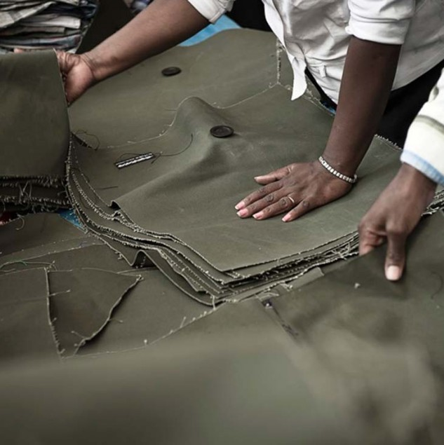 Production for Mifuko canvas bags at the Ethical Fashion Initiative Hub in Nairobi, Kenya. © Uupi Tirronen.