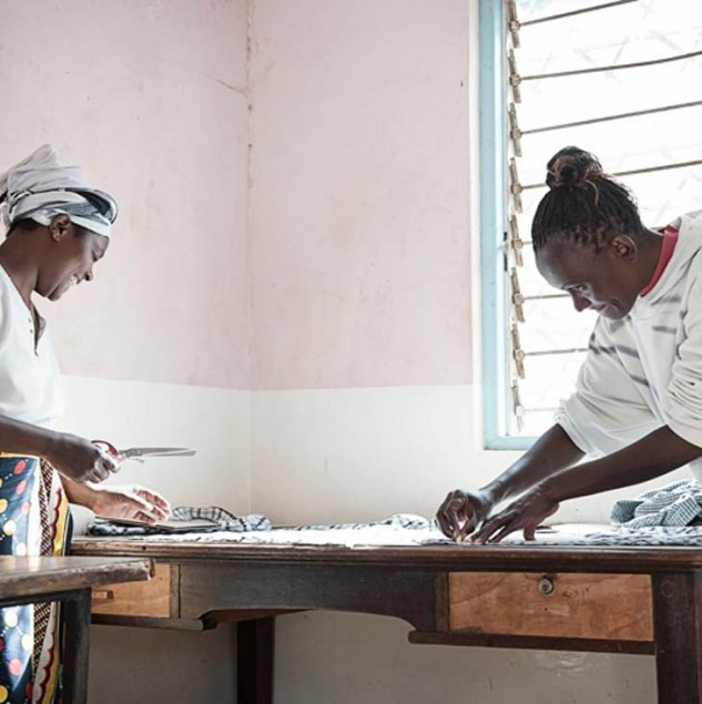 Production for Mifuko in Kenya with the Ethical Fashion Initiative. © Uupi Tirronen.