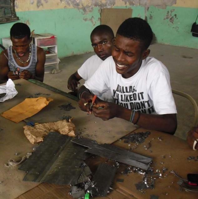 Haitian artisans working on Osklen's E-ayiti collection © ITC Ethical Fashion Initiative