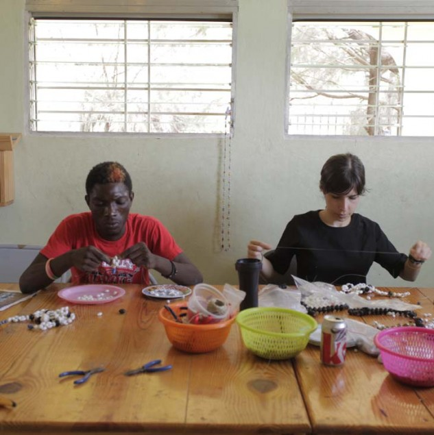 Osklen team member in Haiti giving a product development workshop to Haitian artisans © ITC Ethical Fashion Initiative