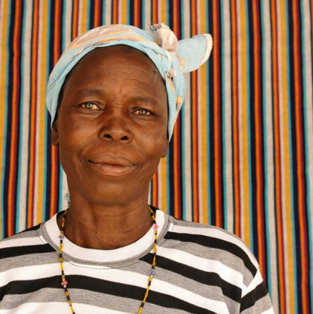 Meet Rosalie, a weaver from Burkina Faso working with the Ethical Fashion Initiative © Anne-Mimault