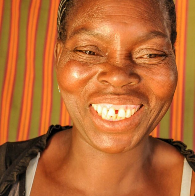 Meet Sabina, a weaver from Burkina Faso © Anne Mimault