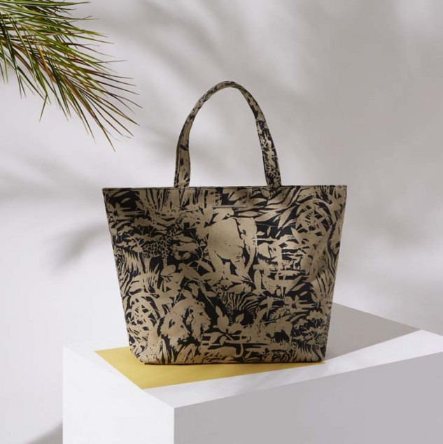 The Jungle Collection Noemi Tote provides work for disadvantaged communities in Nairobi, Kenya through the Ethical Fashion Initiative. © ITC Ethical Fashion Initiative