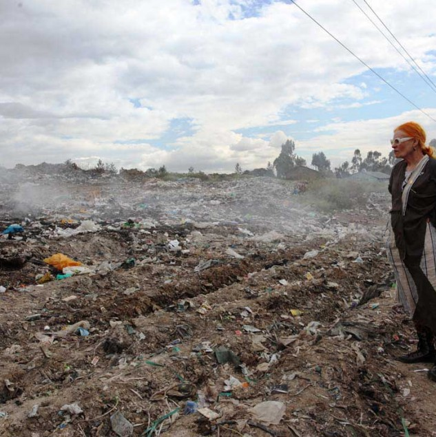 Dame Vivienne Westwood overlooking Dandora dumpsite near the slums of Korogocho, one of the largest in Africa, where 850 tonnes of solid waste is generated daily. © ITC Ethical Fashion Initiative