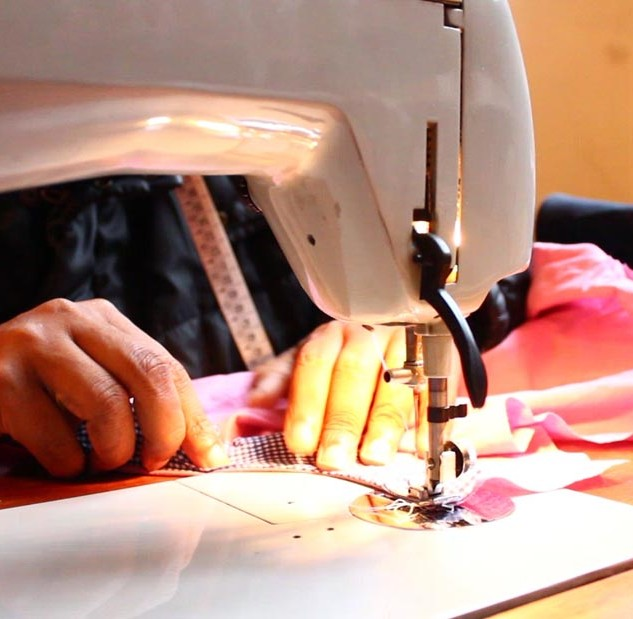 Sewing workshop for asylum-seekers © Lai-momo