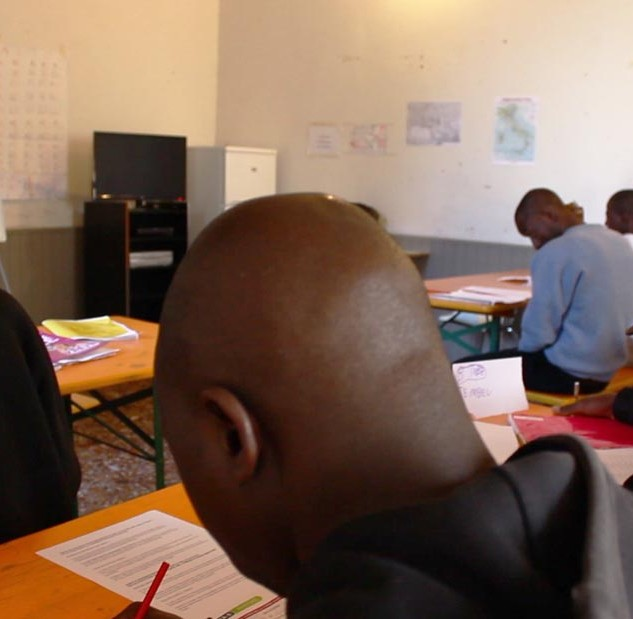 Lai-momo asylum-seekers in class at the Villa Angeli school © Lai-momo